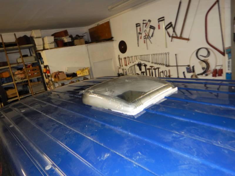 Einbau des Dachluke in den Camper