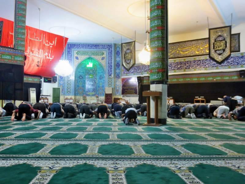 Beim Gebet in einer Moschee