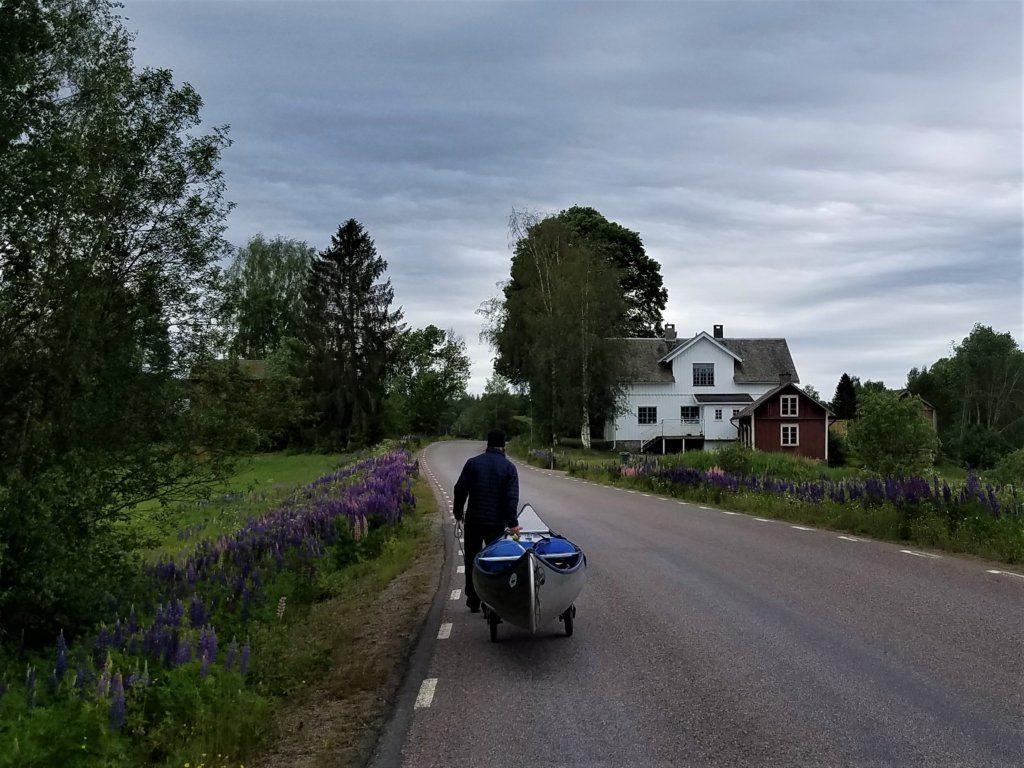 Tregestrecke beim Kanu-Wandern in Schweden.