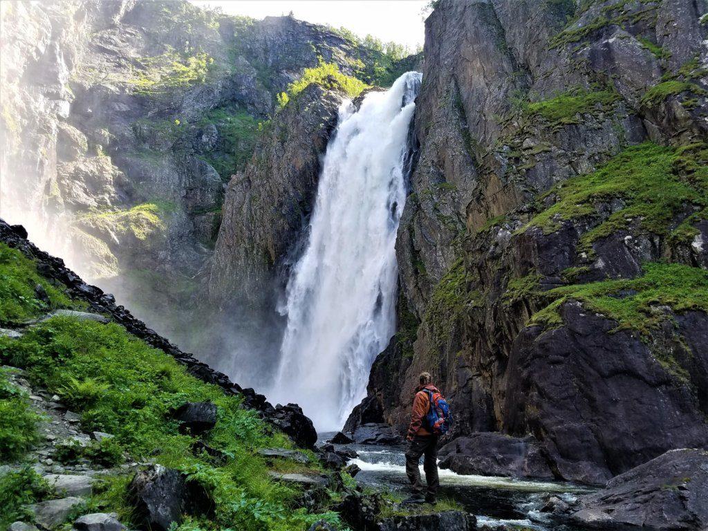 Der 182m hohe Voringfossen in Norwegen