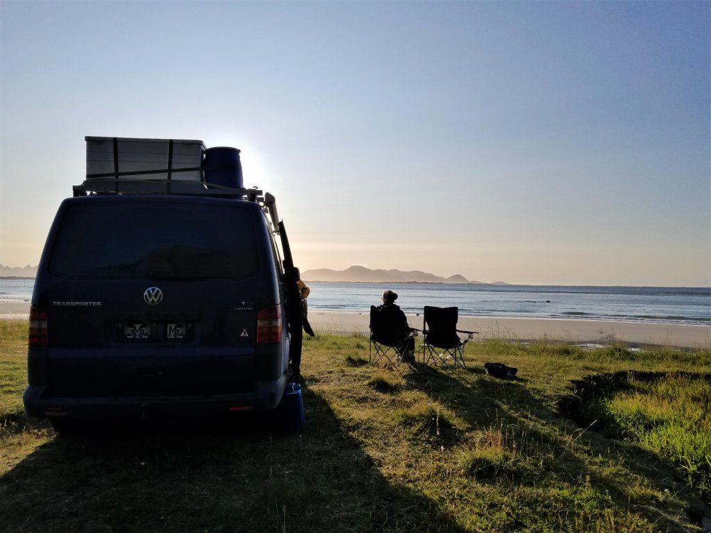 Alleine Freistehen in Vesteralen in Norwegen am Strand