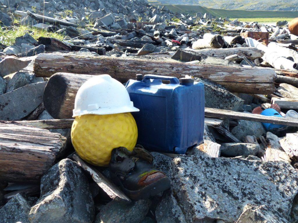 Der Müll-Manager an einem Strand auf der Nordkinn-Halbinsel.