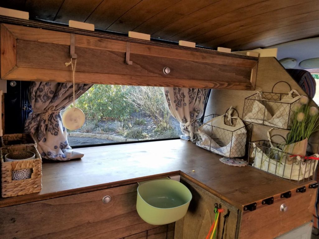 Möbel aus Holz für den VW Bus