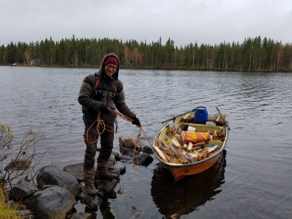 Kaputtes Ruderboot in Finnland