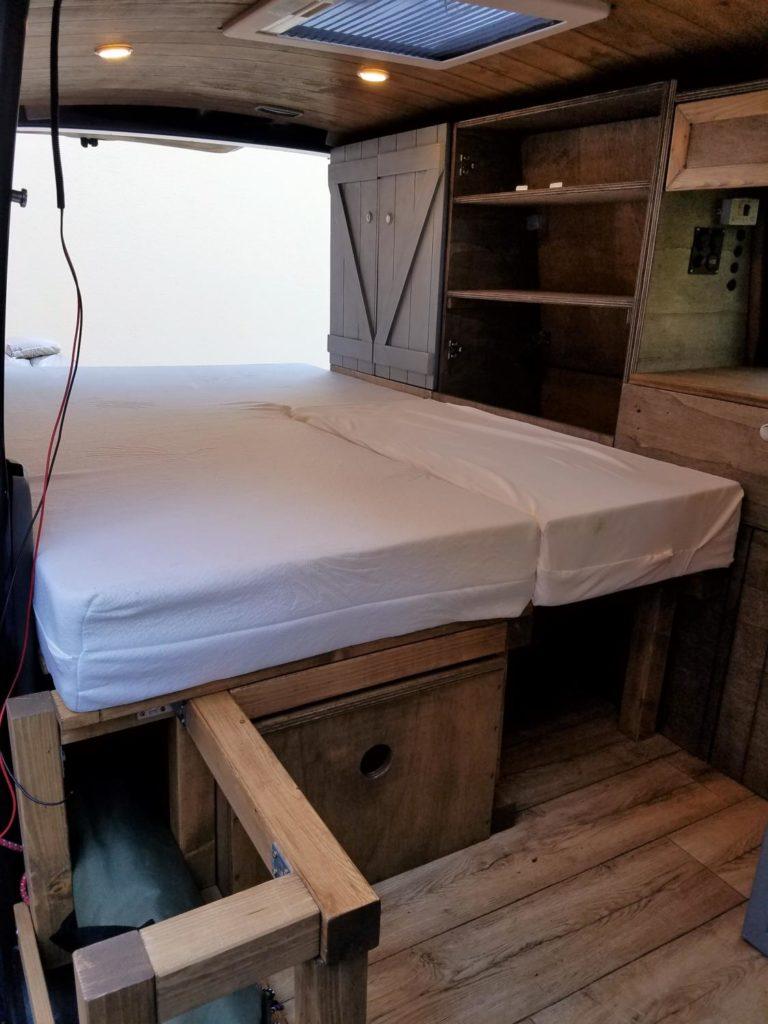 Matratze für den Camper Ausbau selber zerschneiden