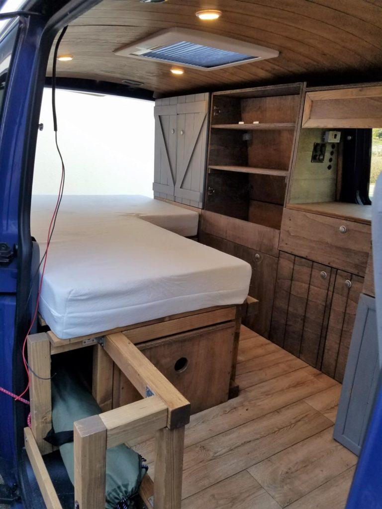 Ein selbst gebautes Bett für den Campingbus