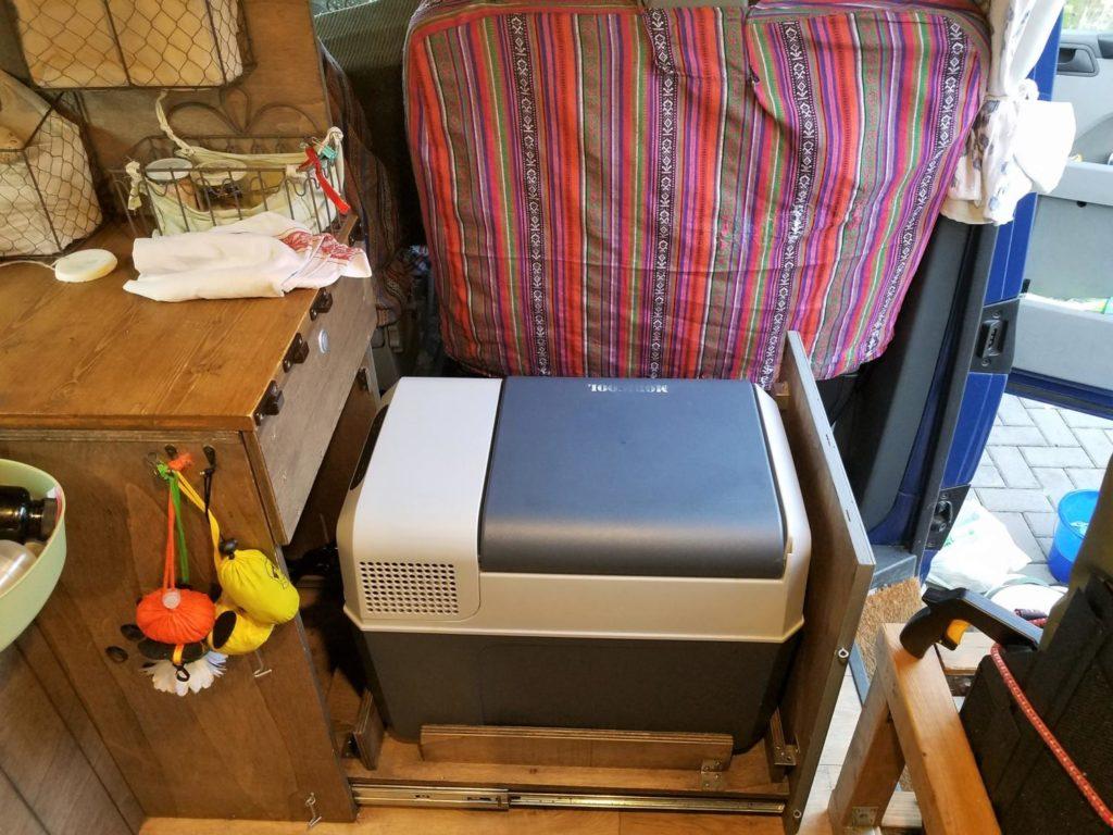 Kompressor-Kühlbox in den Camper Van einbauen.