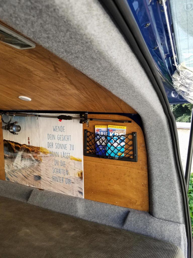 Karosserie und Kunststoffteile im Camper mit Velour bekleben.