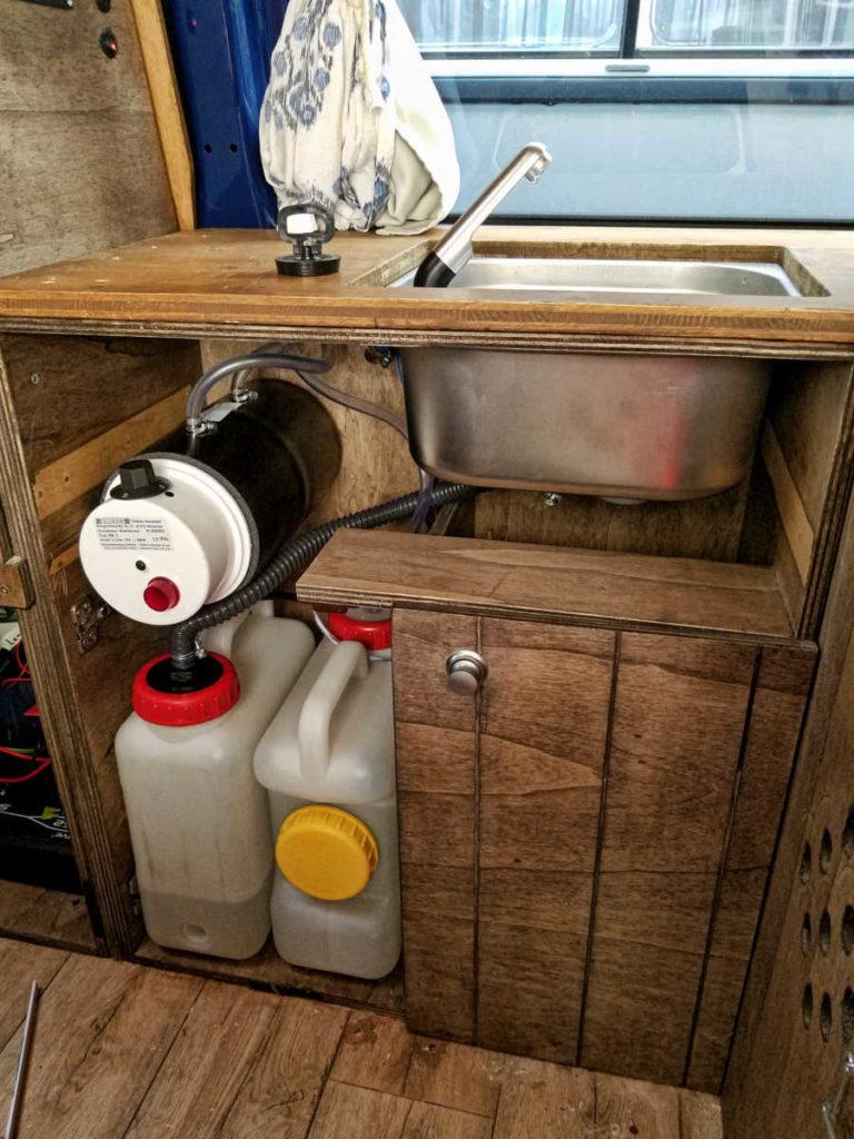 Warmwasser-Versorgung für den Campervan und den Campingbus