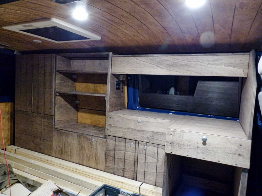 Eine Schrankwand für den Van-Ausbau selber bauen.
