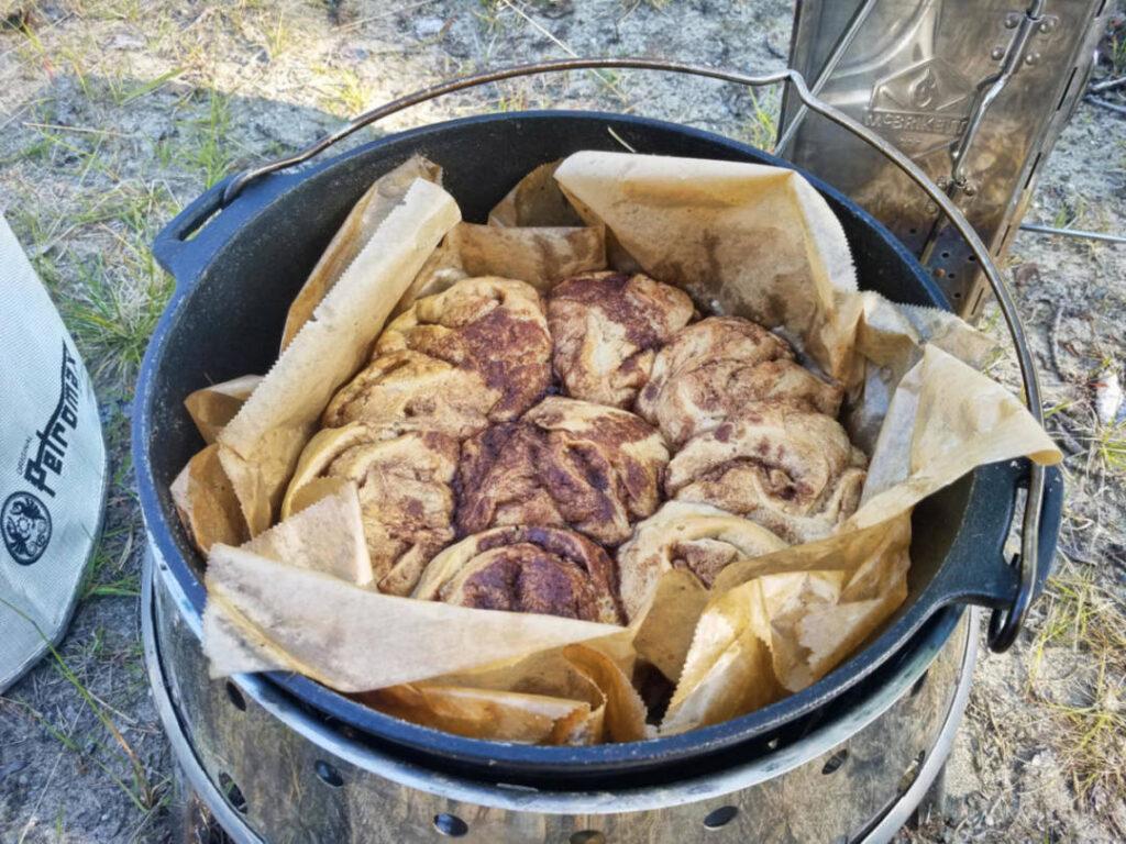 Zimtschnecken im Dutch Oven